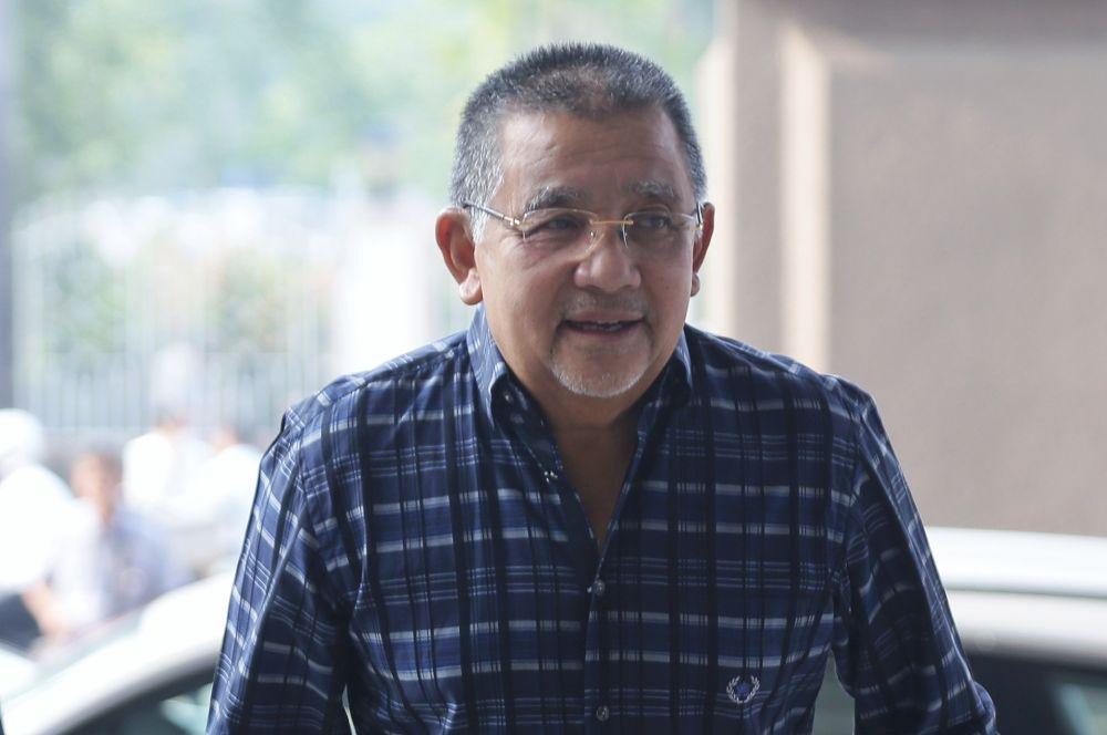 Tan Sri Isa Samad arrives at the Kuala Lumpur High Court September 23,2019. ― Picture by Ahmad Zamzahuri