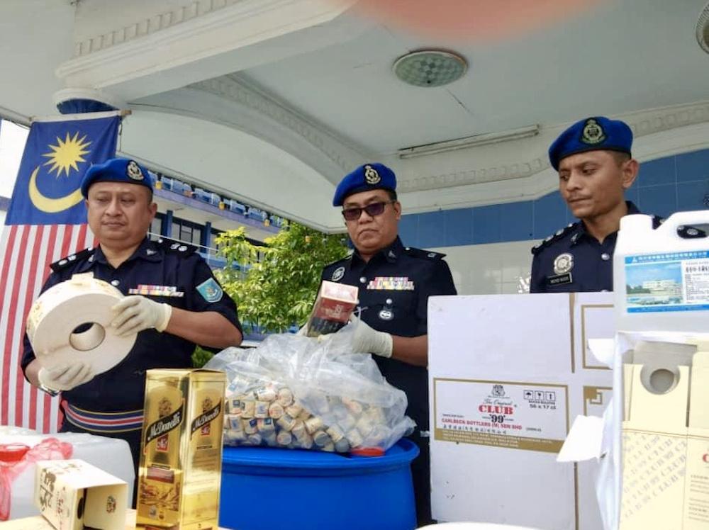 Marine police (Region Two) deputy commander Superintendent Noor Azman Jamal (left) with the seized items at the Region Two marine police base in Tampoi, Johor Baru September 4, 2019. — Picture by Ben Tan