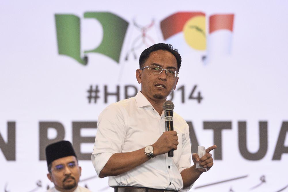 PAS Youth chief Ir Khairil Nizam Khirudin speaks during a townhall session at Himpunan Penyatuan Ummah (Muslim Unity Rally) at the Putra World Trade Centre in Kuala Lumpur September 13, 2019. — Picture by Miera Zulyana