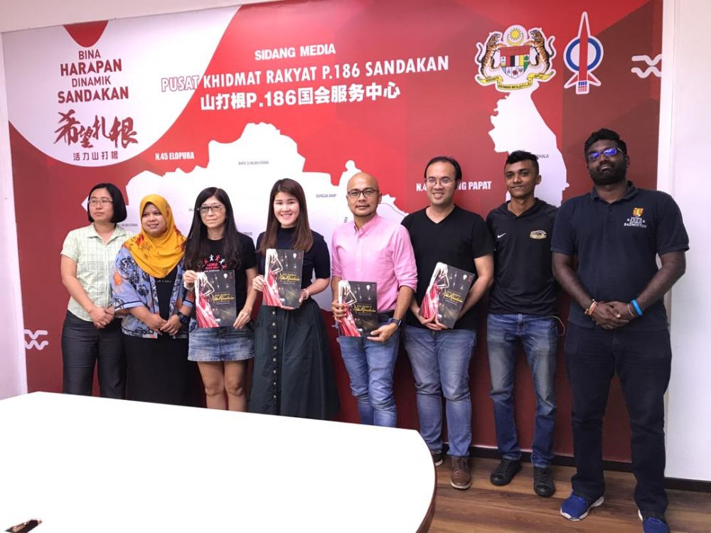 Vivian Wong (centre) poses for a photo with members of the media, Sabah Aids Awareness Group Association (SAGA) and Malaysian AIDS Foundation (MAF) at her office in Sandakan. — Picture courtesy of Malaysian AIDS Foundation