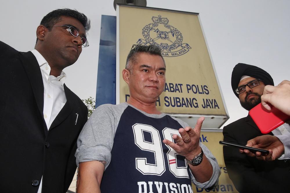 Koh Tat Meng with his lawyers Rajesh Nagarajan (left) and Sachpreetraj Singh Sohanpal after filing a police report at Balai Polis USJ 8, October 8, 2019. — Picture by Choo Choy May