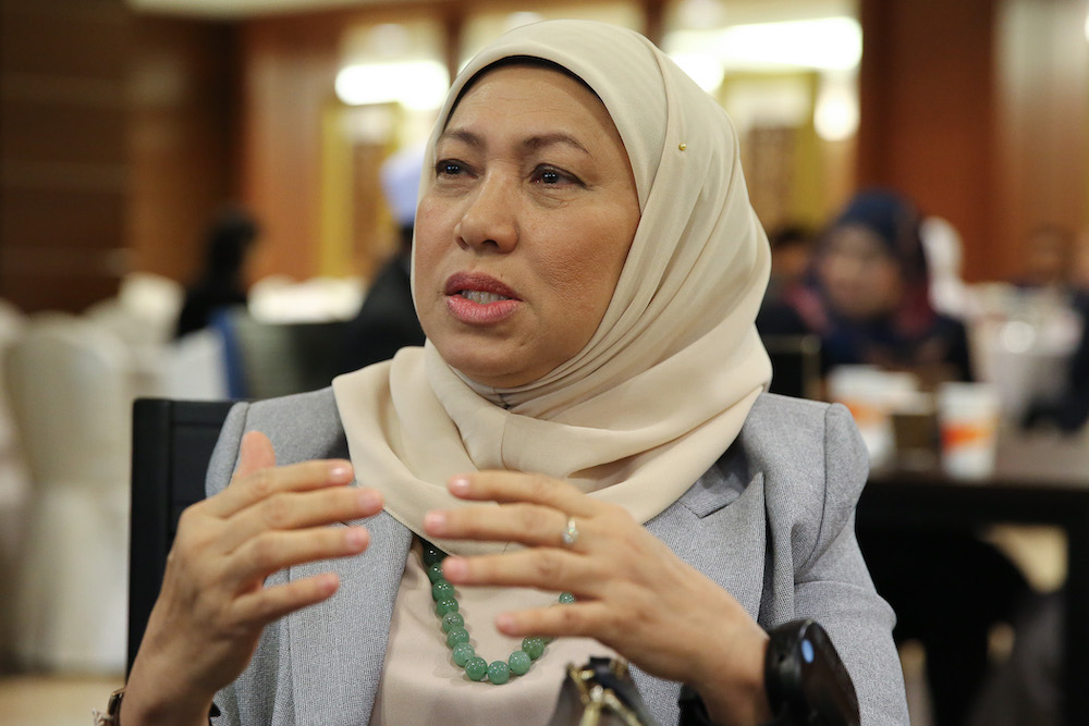 Datuk Seri Nancy Shukri said to resolve the shortage of licensed tour guides in Sarawak, the government had agreed to help about 20 participants to attend free-of-charge training in the tourism industry. — Picture by Yusof Mat Isa