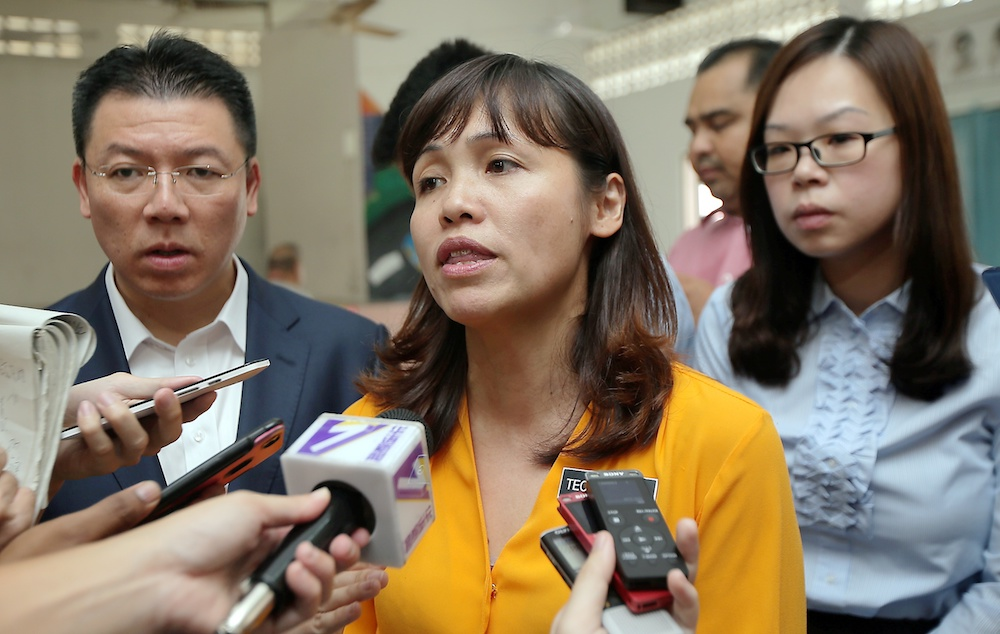 Deputy Education Minister Teo Nie Ching speaks to reporters at an event at SJKC Bercham in Ipoh October 2, 2019. — Picture by Farhan Najib