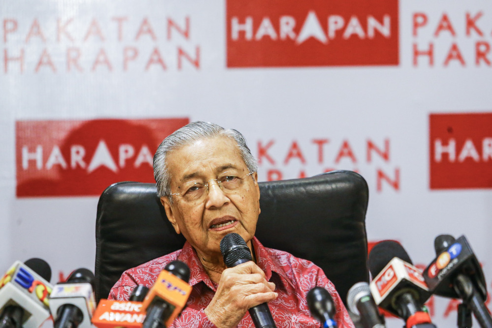 Prime Minister Tun Dr Mahathir Mohamad speaks during a press conference with Pakatan Harapan and Warisan MPs in Shah Alam October 6, 2019. — Picture by Hari Anggara
