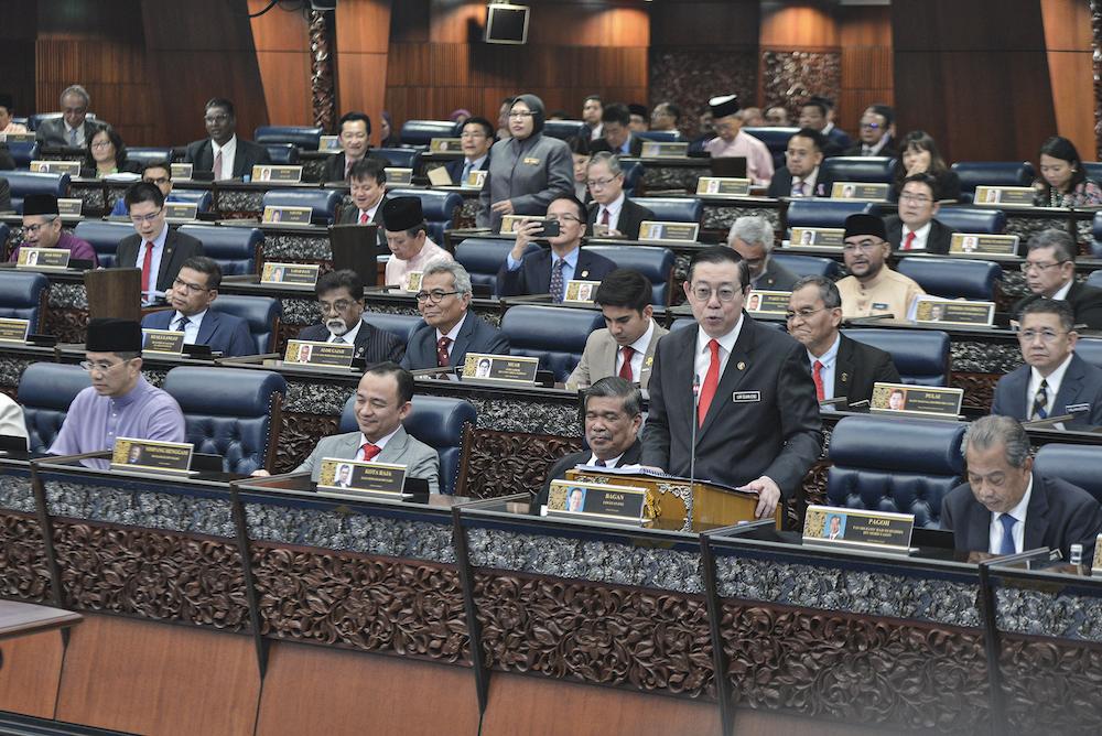 林冠英说,政府必须致力于偿还前朝国阵政府留下的所有借款和债务。 -Shafwan Zaidon摄-