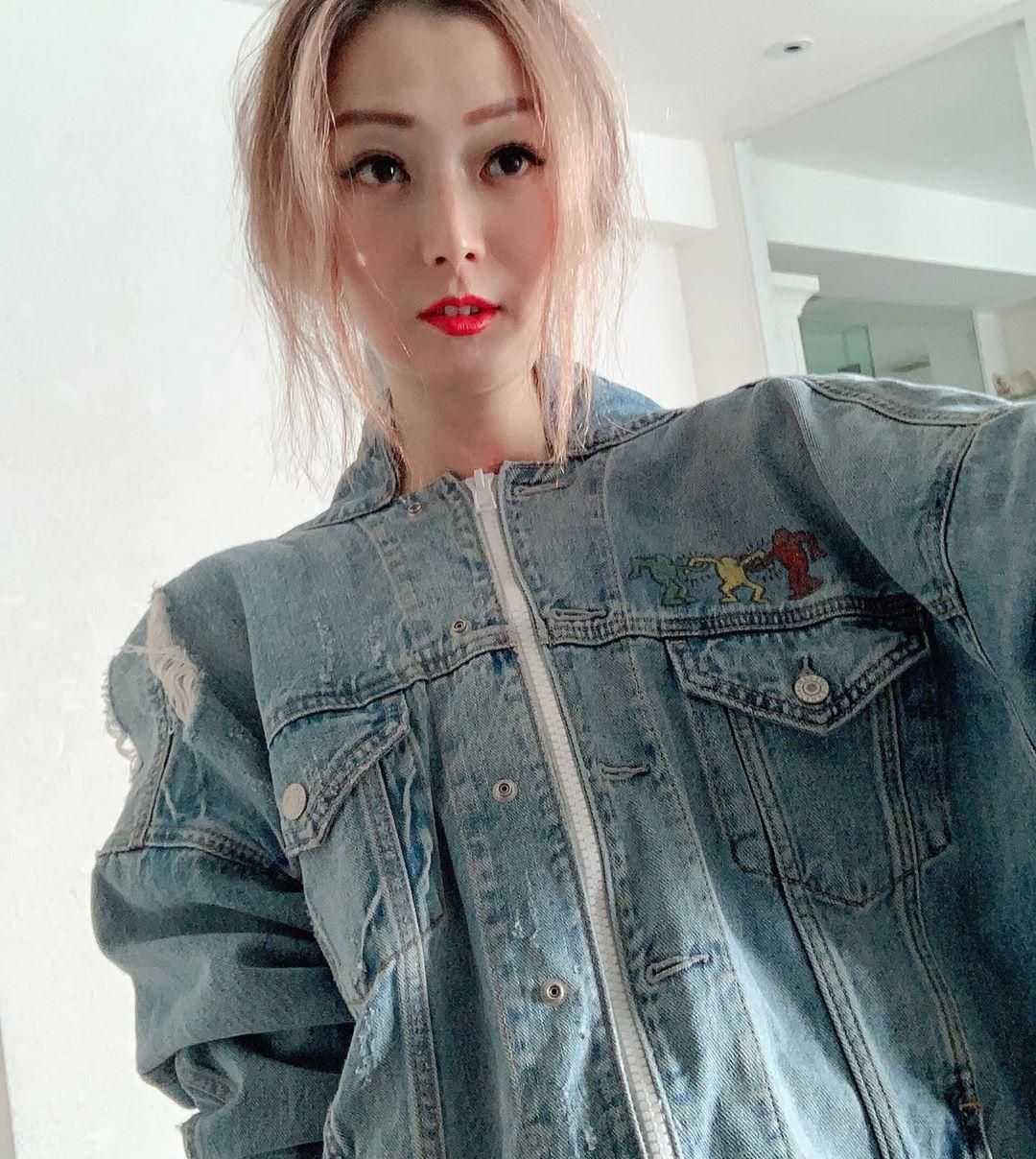 Hong Kong singer Sammi Cheng is having her hands full taking care of her ageing parents. — Picture via Instagram/ sammi_chengsauman