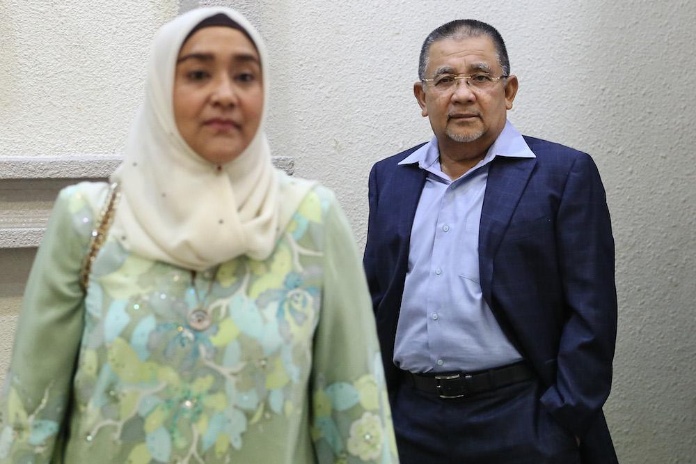 Tan Sri Isa Samad and his wife Puan Sri Bibi Sharliza Mohd Khalid are seen at the Kuala Lumpur High Court Complex, October 14, 2019. — Picture by Yusof Mat Isa