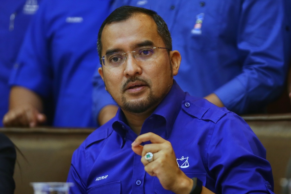 Umno Youth chief Datuk Asyraf Wajdi Dusuki said the revision was a deliberate and subtle attempt by the previous PH government during its brief 22-month rule to 'plant the seeds of the Malaysian Malaysia ideology'. — Picture by Ahmad Zamzahuri