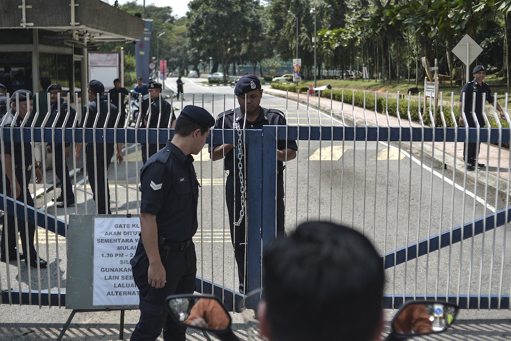 The police close the gates of Universiti Malaya in Kuala Lumpur October 25, 2019 during a protest by Gamis. — Picture by Shafwan Zaidon