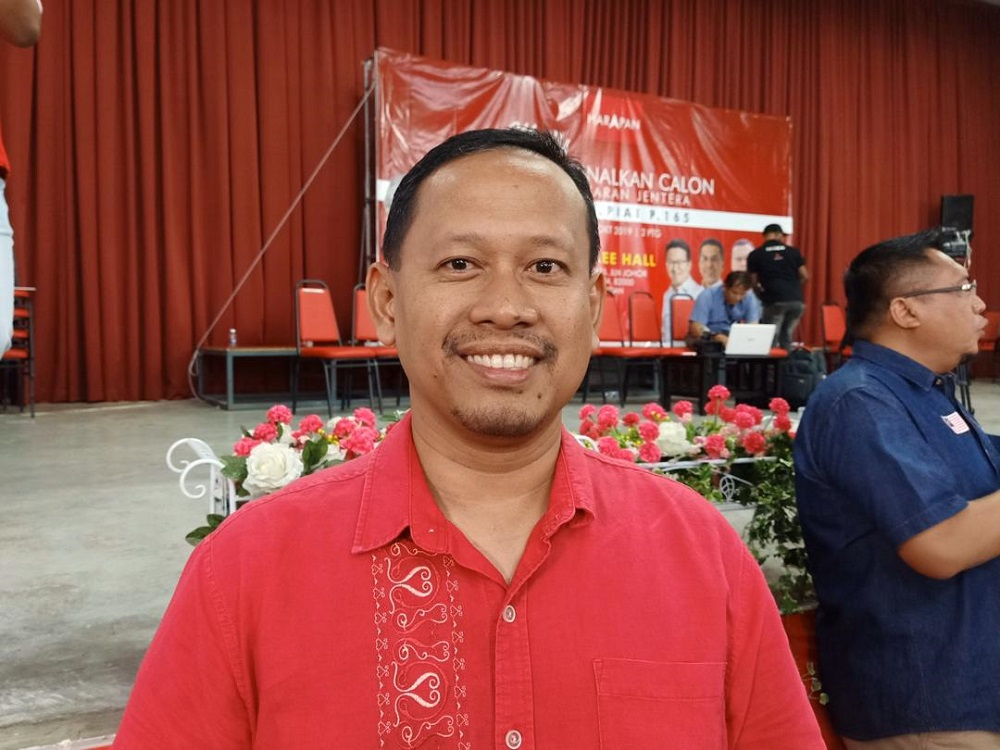 Suhaizan said he would not rule out the possibility of a last minute motion of no-confidence againt the mentri besar. — Picture by Ben Tan