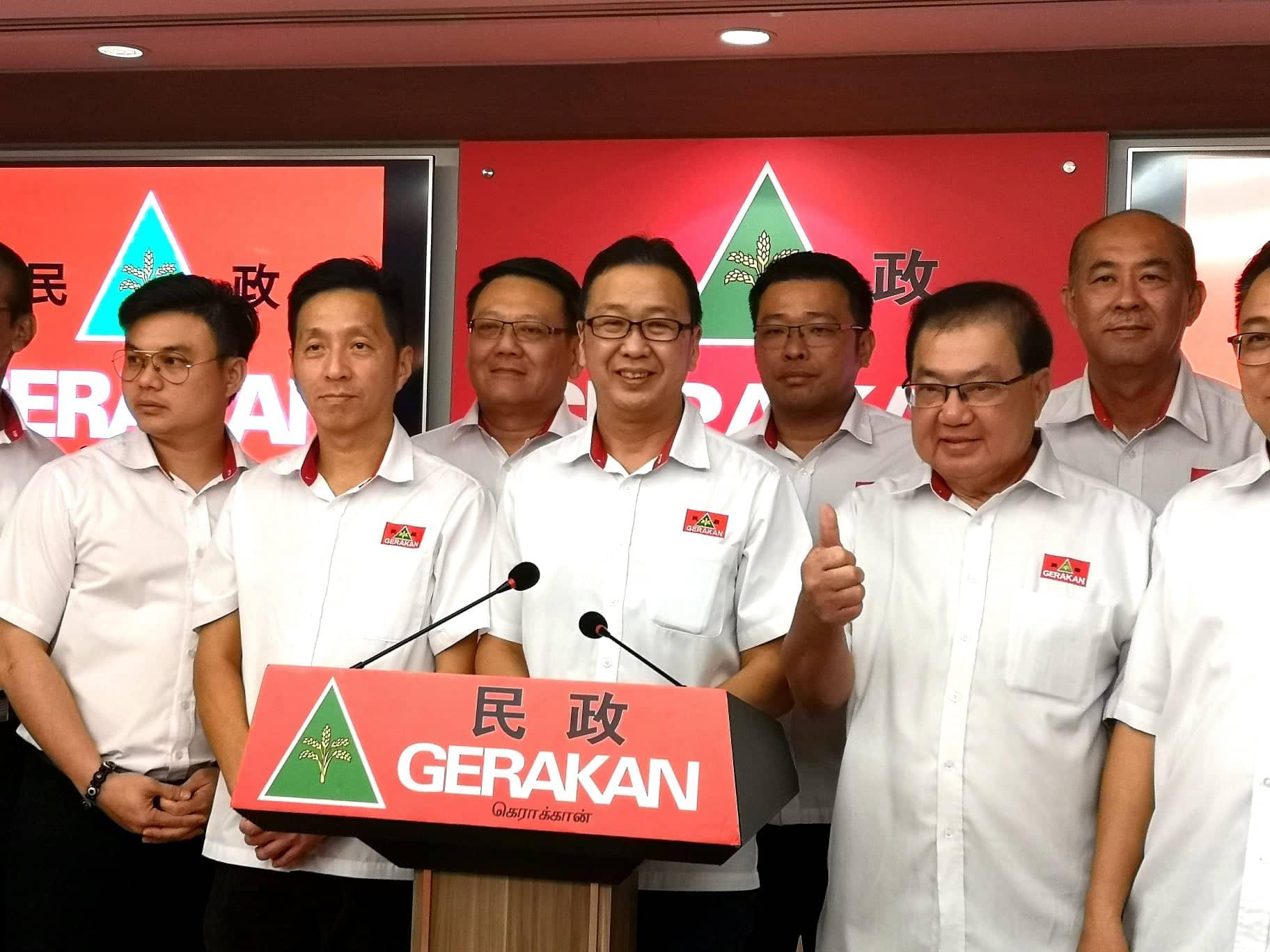 刘华才(中)宣布民政党将派员上阵丹绒比艾国席补选。-精彩大马摄-