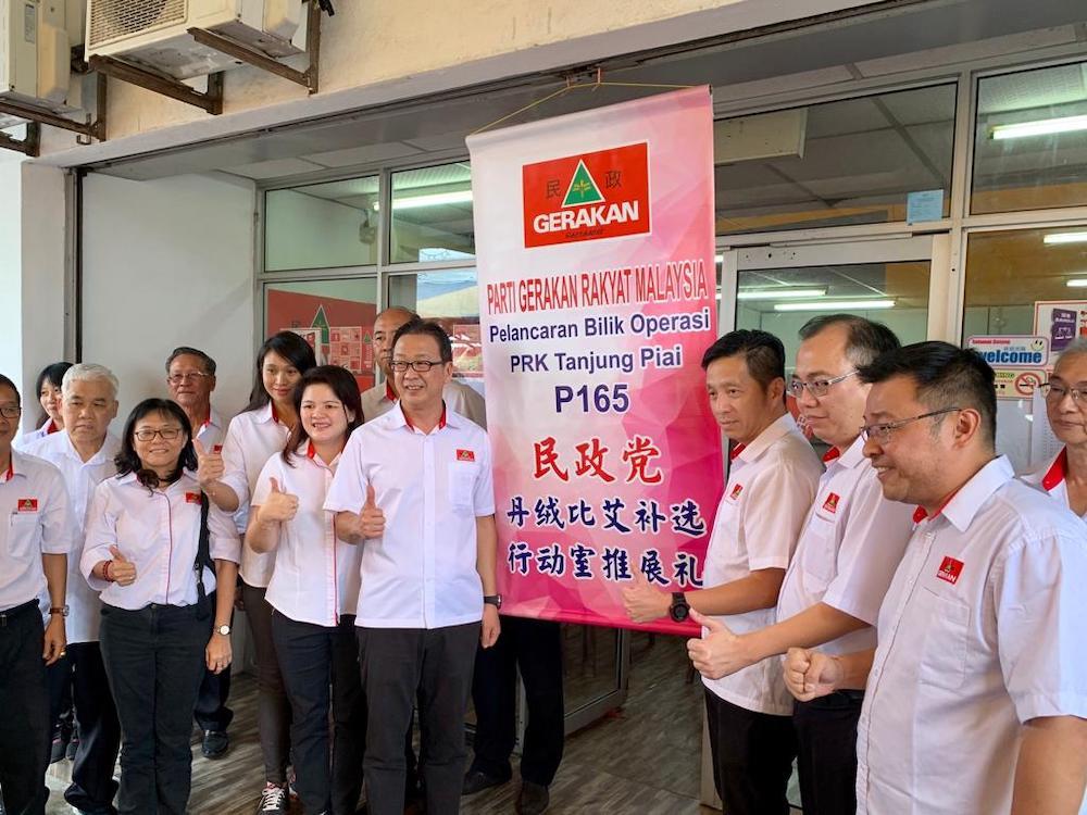 Gerakan president Datuk Dr Dominic Lau (centre) during the launch of Gerakan's Tanjung Piai by-election operations centre in Taman Utama, Pekan Nanas in Pontian October 28, 2019. — Picture by Ben Tan