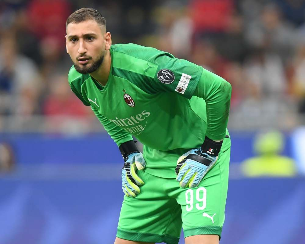AC Milan goalkeeper Gianluigi Donnarumma has tested positive for Covid-19. ― Reuters pic