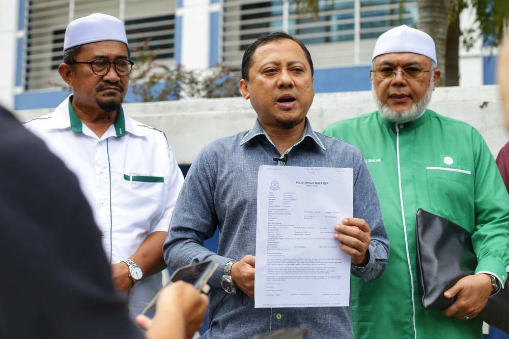 PAS Information Chief Kamaruzaman Mohamad speaks to reporters outside the Dang Wangi police station in Kuala Lumpur October 21, 2019. ― Picture by Ahmad Zamzahuri