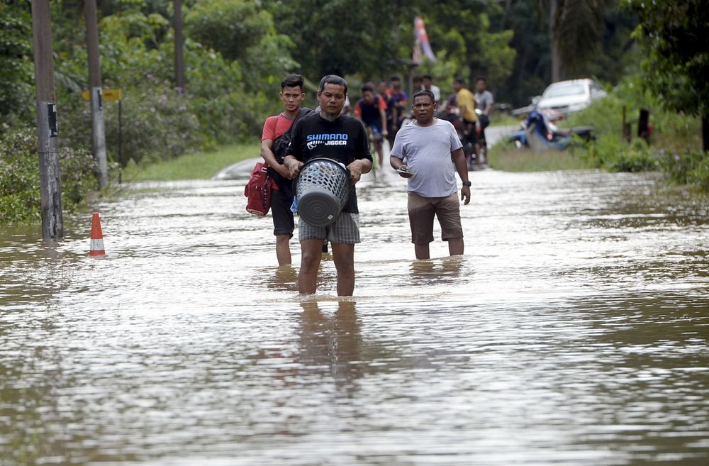 In Johor, the number of flood victims increased to 91 people from 21 families, with the PPS in Pontian district re-opened. — Bernama pic