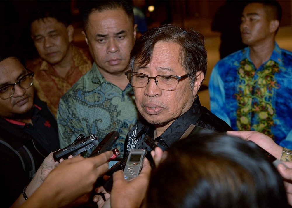 Sarawak Chief Minister Datuk Patinggi Abang Johari Openg said it was pointless for Sarawak to buy a stake even if Petronas were to give two or three per cent as the state government will not have a say in how Petronas should be managed. — Bernama pic