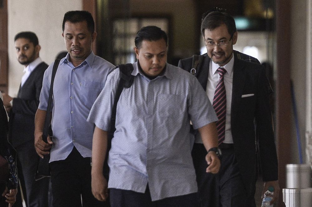 Former 1MDB CEO Datuk Shahrol Azral Ibrahim Halmi (right) is pictured at the Kuala Lumpur High Court October 1, 2019. — Picture by Miera Zulyana