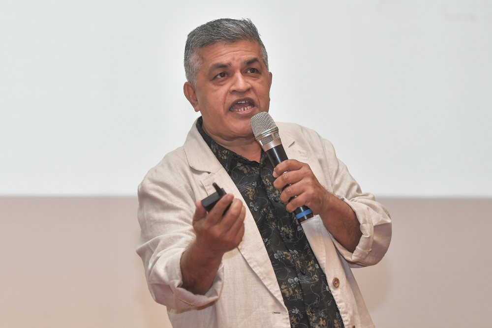 Cartoonist Zunar disagrees with the Home Ministry's outright ban of the 'Belt and Road Initiative for Win-Winism' comic book. ― Picture by Miera Zulyana