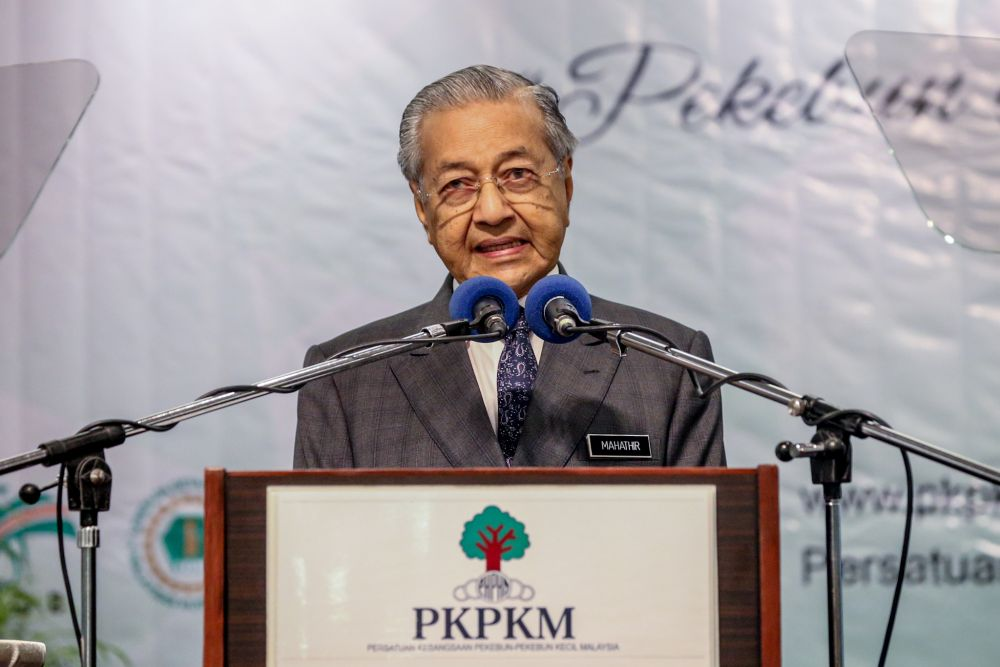 Prime Minister Tun Dr Mahathir Mohamad delivers his speech at the 22nd Annual General Meeting of the National Smallholders Farming Association in Ampang October 17, 2019. — Picture by Firdaus Latif