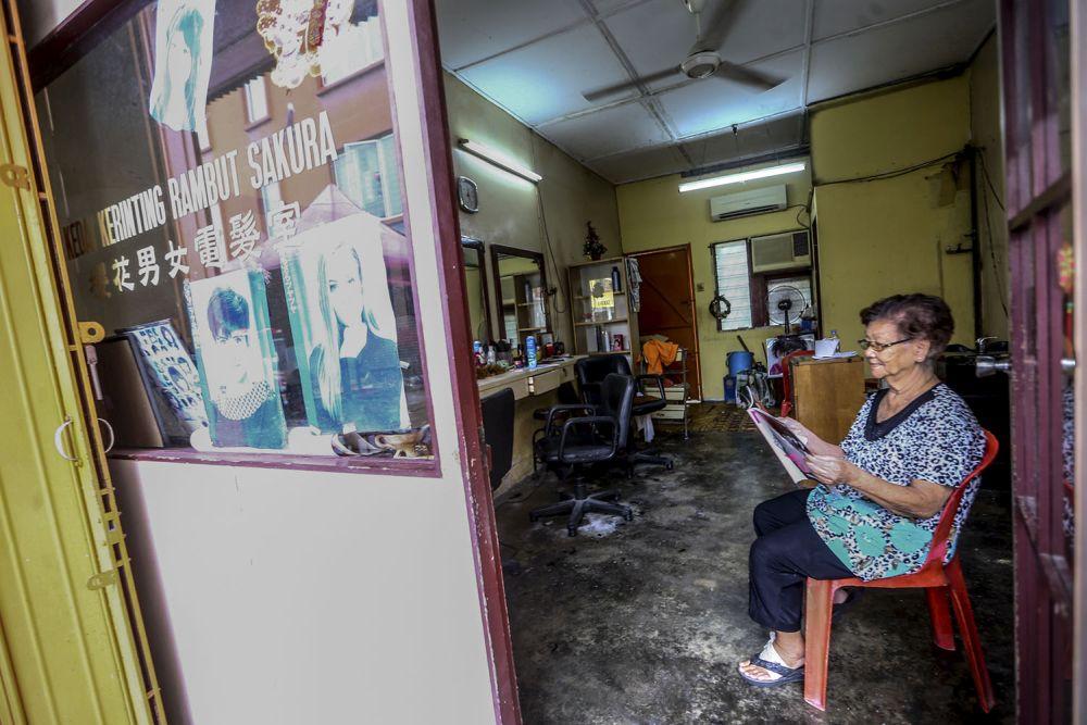 刘华才理发与美容业者也需要政府的援助以及开放营运。-Hari Anggara摄-