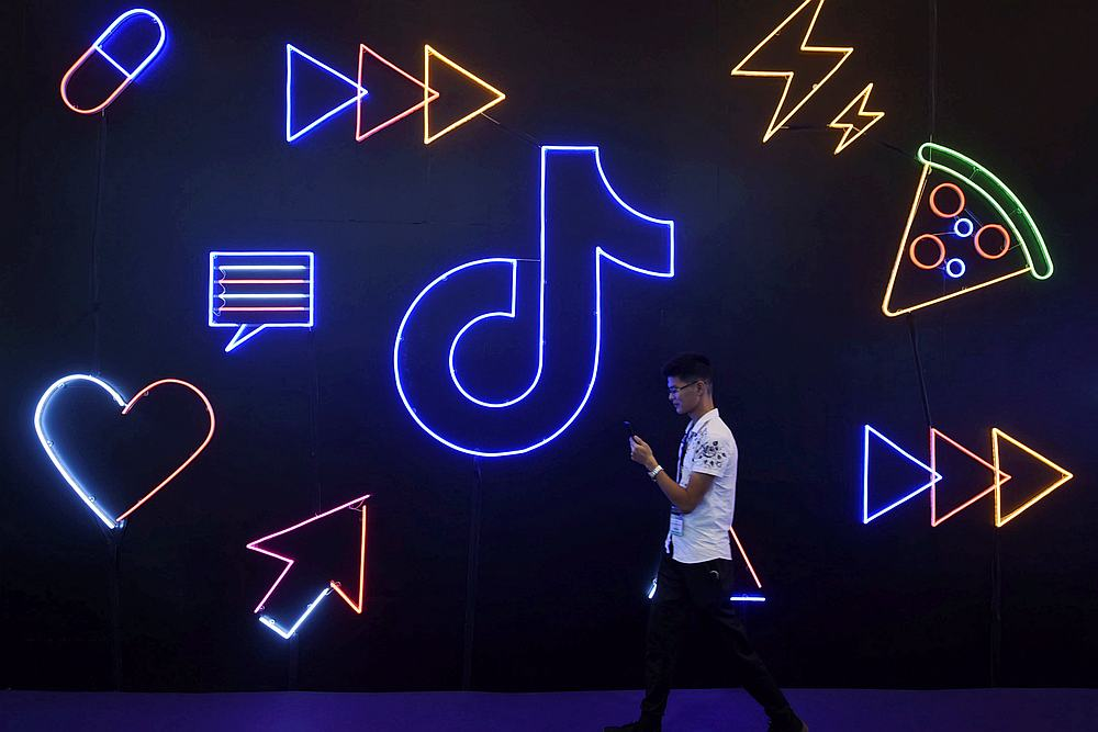Fourteen social media platforms in China are joining hands to tackle irrational posts online and issues related to scandal-hit entertainers. — Reuters pic