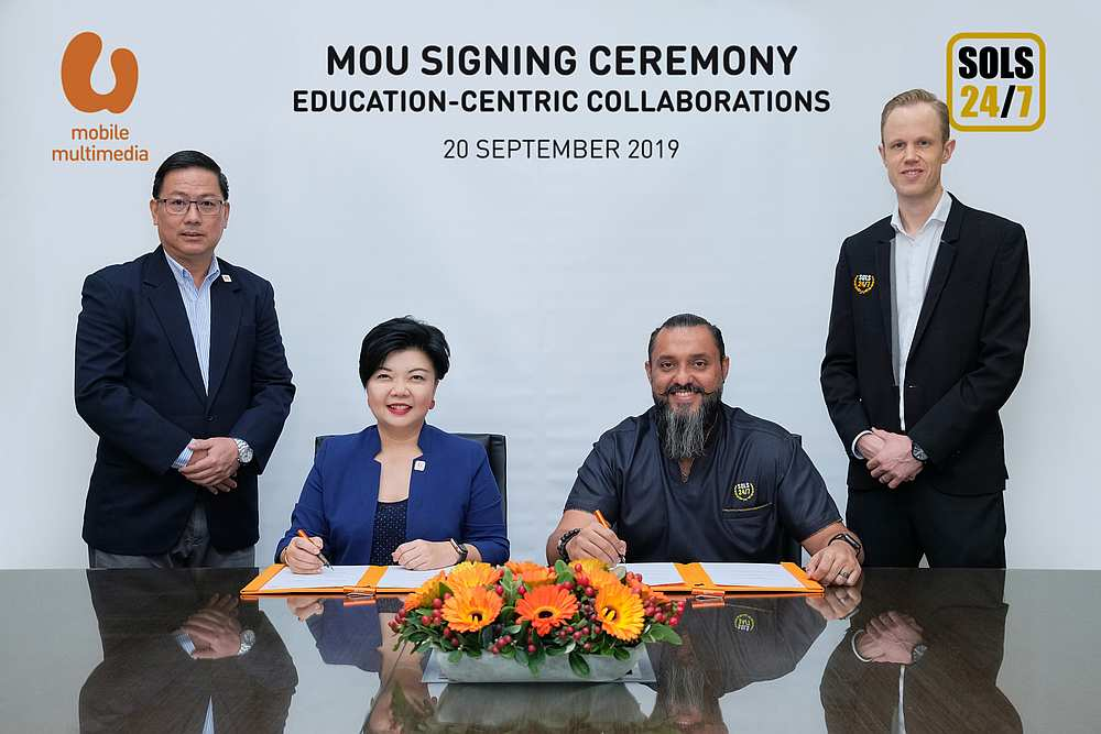 U Mobile Multimedia director Jasmine Lee and SOLS 24/7 founder Raj Ridvan Singh sign the MoU. Looking on are U Mobile chief network officer Too Tian Jen (left) and SOLS Smart managing director Tim Spijker. — Picture courtesy of U Mobile