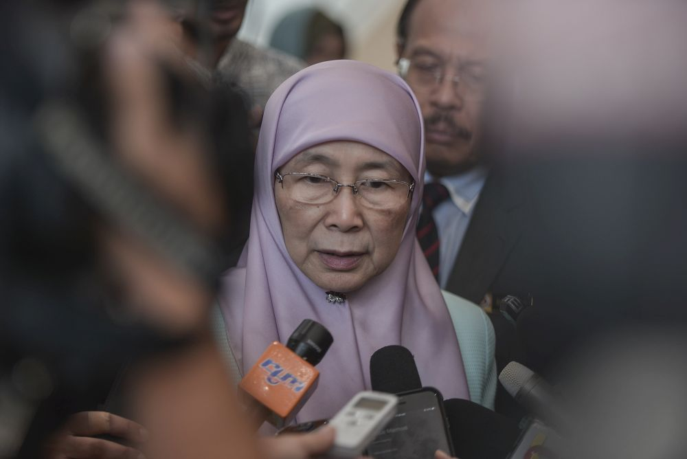 Datuk Seri Wan Azizah Wan Ismail speaks to reporters in Putrajaya October 10, 2019. — Picture by Shafwan Zaidon
