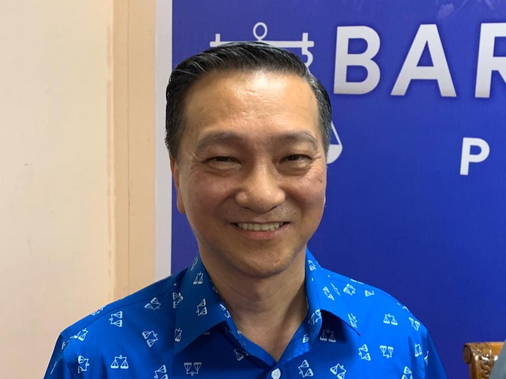 MCA's Datuk Seri Wee Jeck Seng has been named as Barisan Nasional's candidate for the Tanjung Piai parliamentary by-election on November 16. — Picture by Ben Tan