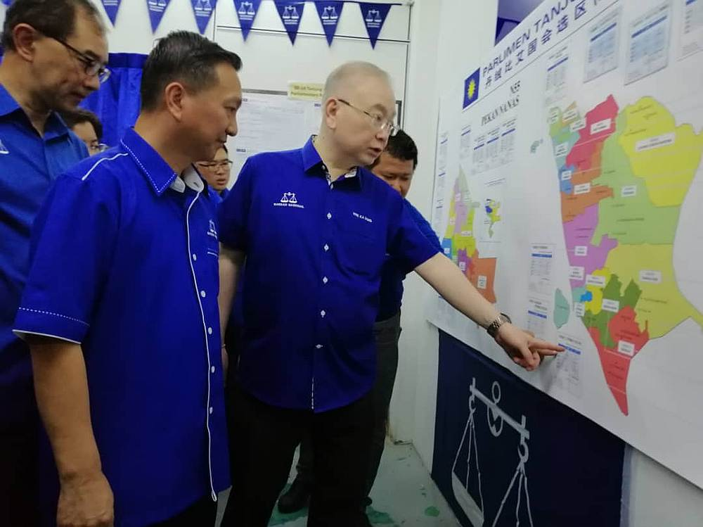 MCA president Datuk Seri Wee Ka Siong (right) during the launch of MCA's Tanjung Piai parliamentary by-election machinery and operations centre in Pekan Nanas, Pontian October 28, 2019. — Picture by Ben Tan