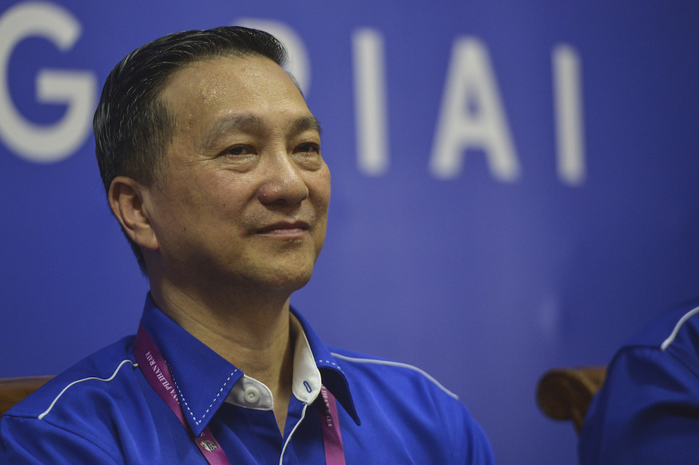 Barisan Nasional's (BN) candidate Datuk Seri Wee Jeck Seng speaks to reporters during the press conference at Umno Pontian headquarters in Pontian November 2, 2019. — Picture by Shafwan Zaidon