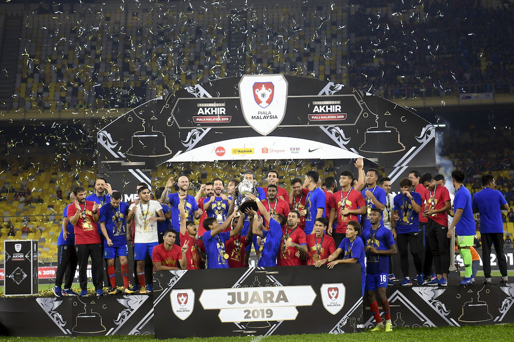 The JDT team celebrate their win after defeating Kedah in the final of the 2019 Malaysia Cup at the Bukit Jalil National Stadium, November 2, 2019. — Bernama pic