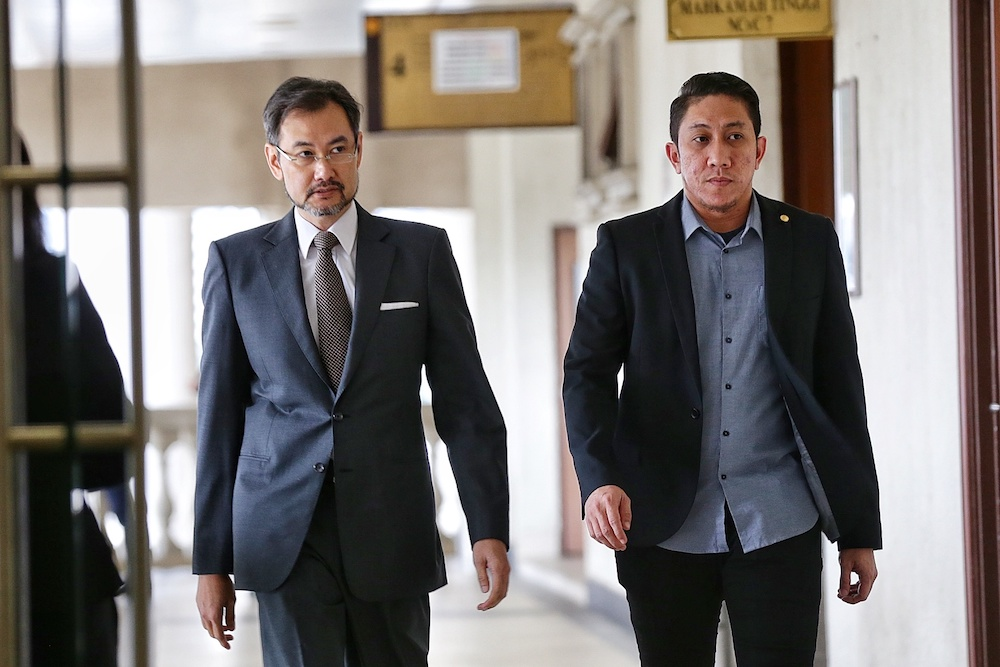 Former 1MDB chief executive officer Datuk Shahrol Azral Ibrahim Halmi (left) arrives at the Kuala Lumpur Courts Complex November 5, 2019. — Picture by Ahmad Zamzahuri