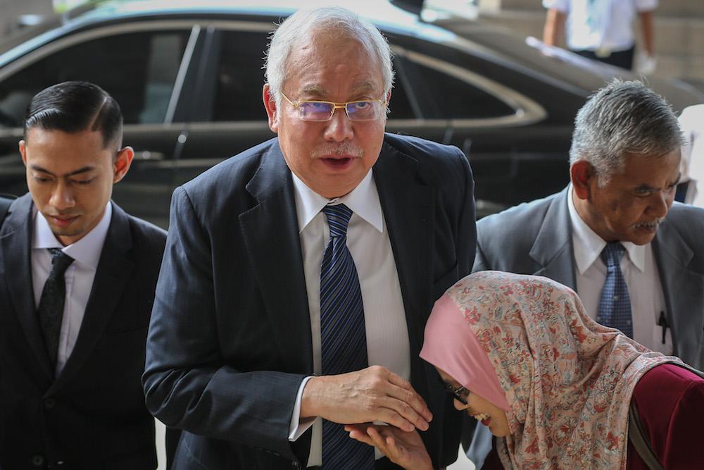 Datuk Seri Najib Razak arrives at the Kuala Lumpur Courts Complex November 4, 2019. — Picture by Yusof Mat Isa