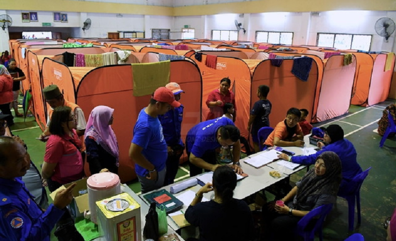 Flood victims seeking shelter at Dewan Selagon in Membakut November 9, 2019. The Sabah Malaysia Civil Defence Force, in a statement, said all flood victims were allowed to go home at 2.30pm and the PPS was closed December 14, 2019. — Picture via Twitter/BernamaTV