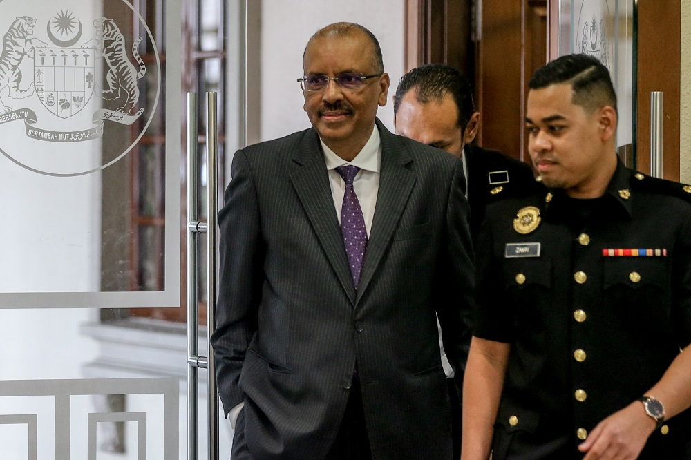 Former chief secretary to the government Tan Sri Ali Hamsa is pictured at the Kuala Lumpur High Court November 19, 2019. —Picture by Firdaus Latif