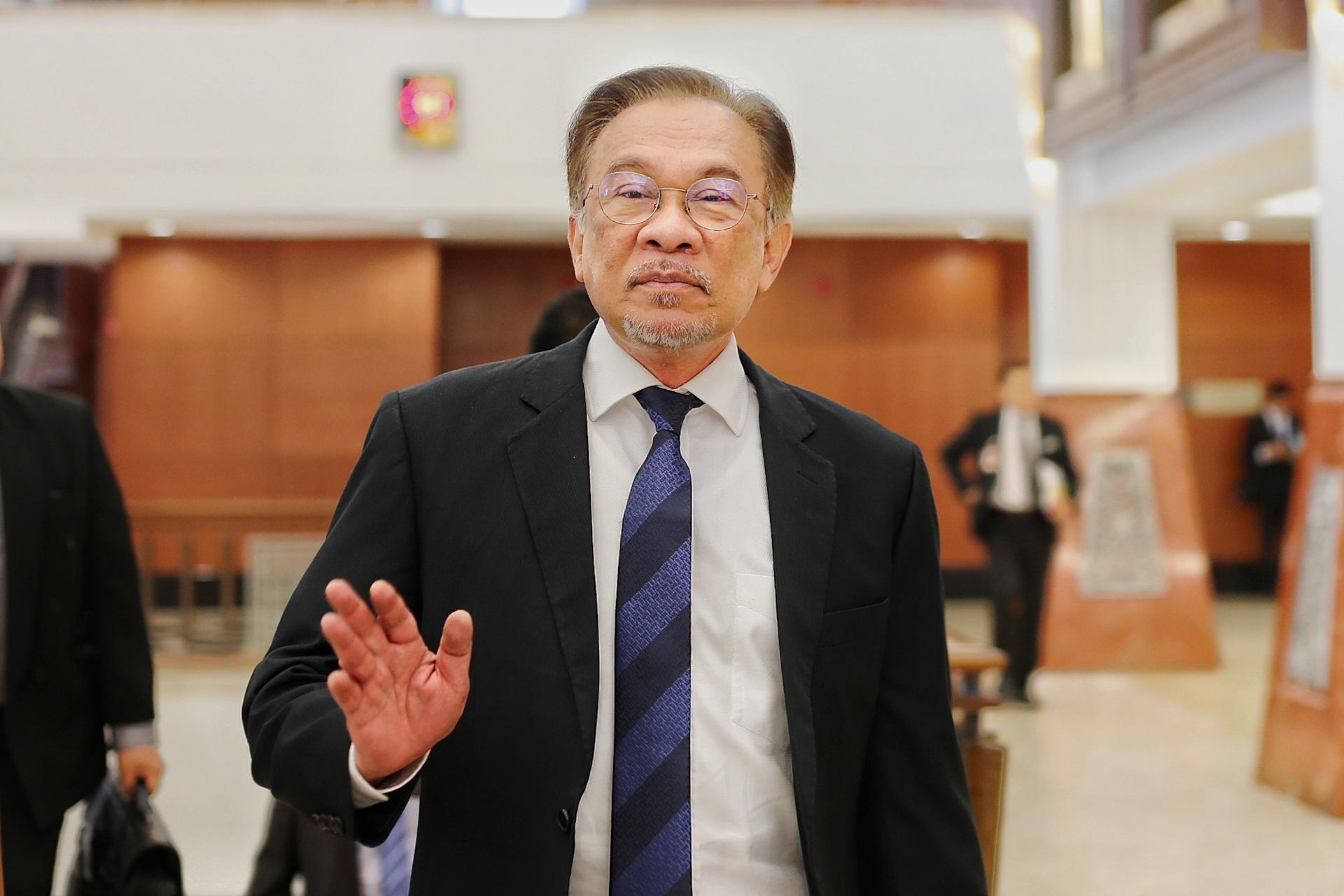安华促请内阁尽快讨论取消关键津贴的事宜。-Ahmad Zamzahuri摄-