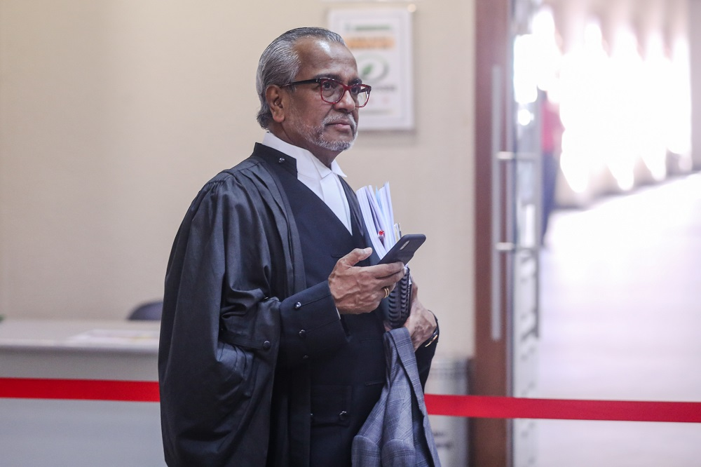 Lawyer Tan Sri Muhammad Shafee Abdullah is pictured at the Kuala Lumpur Courts Complex November 21, 2019. — Picture by Firdaus Latif