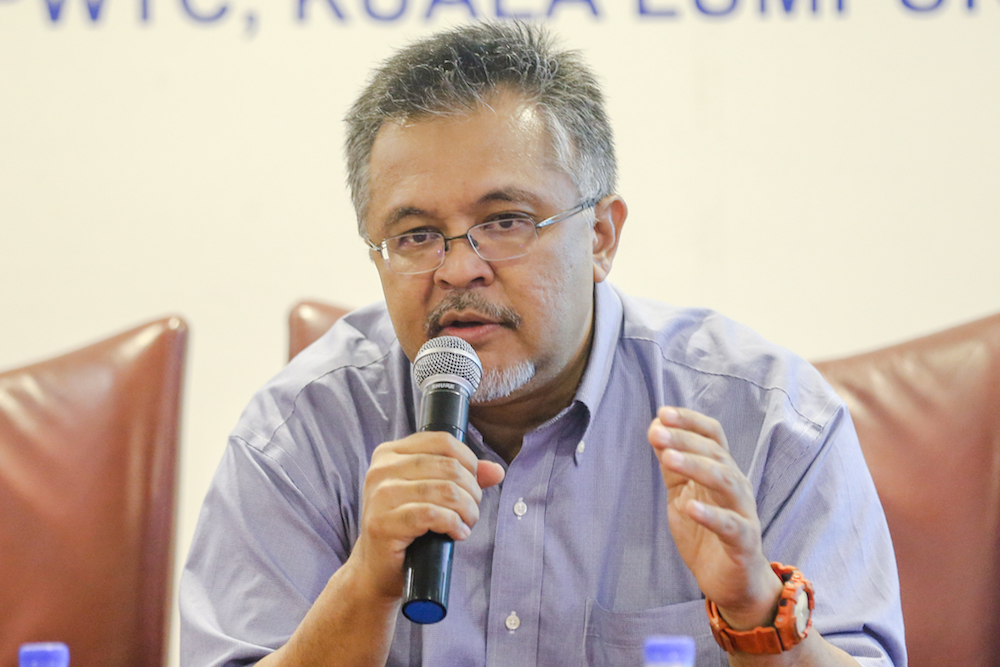Merdeka Center programme director Ibrahim Suffian said Malaysian politics was too personality-based and supporters would typically lose trust if their perceived leaders appeared to collide. — Picture by Firdaus Latif