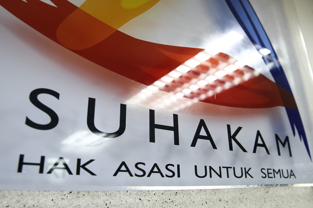 Suhakam urged the police to continue investigating the threats against Dong Zong. — Picture by Yusof Mat Isa