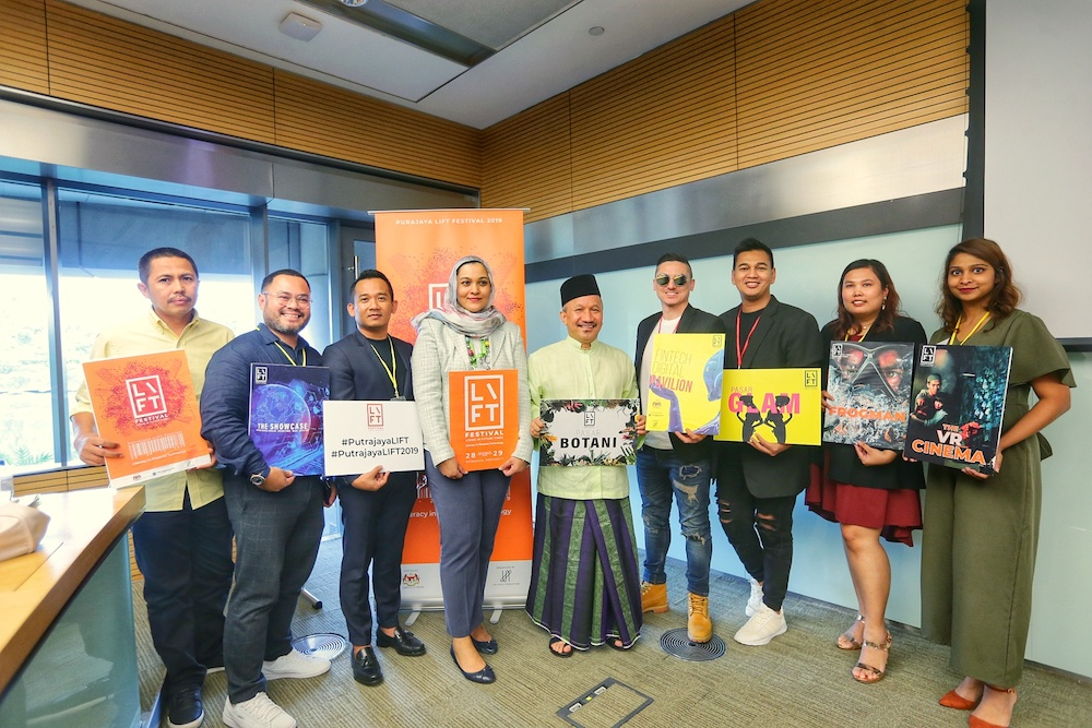 Zakiah Hanum Mohamed Kassim, Joe Sidek and other VIP guests pose for pictures during the Literacy in Financial Technology (LIFT) media briefing in Sasana Kijang November 28, 2019. — Picture by Ahmad Zamzahuri