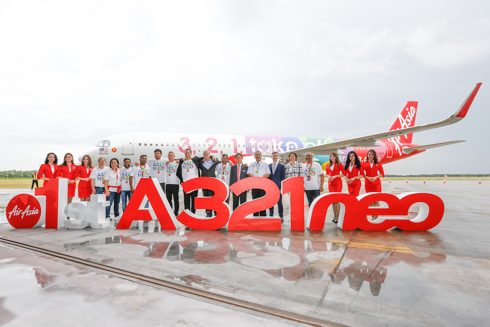 President of Airbus Asia-Pacific Patrick de Castelbajac, Airbus' Chief Commercial Officer Christian Scherer, AirAsia Group CEO Tan Sri Tony Fernandes and Tourism, Arts and Culture Malaysia Minister Datuk Mohamaddin Ketapi together with AirAsia Group management team flanked by AirAsia cabin crew. — Picture courtesy of AirAsia