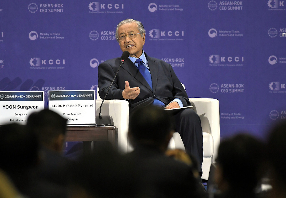 Prime Minister Tun Dr Mahathir Mohamad during a Dialogue Session at the CEO Summit of 2019 in conjunction with the Asean-South Korea Commemorative Summit 2019 in Busan November 25, 2019. — Bernama pic