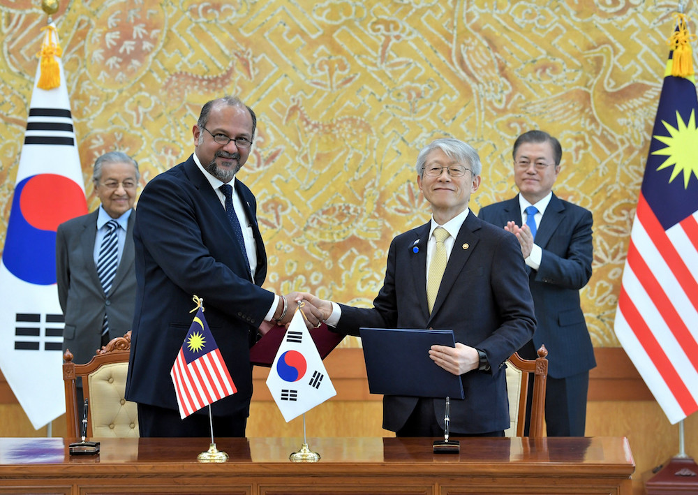 Communications and Multimedia Minister Gobind Singh Deo and South Korea's Science and ICT Minister Choi Ki-young exchange documents after signing an MoU on information and communications technology in Seoul November 28, 2019. — Bernama pic