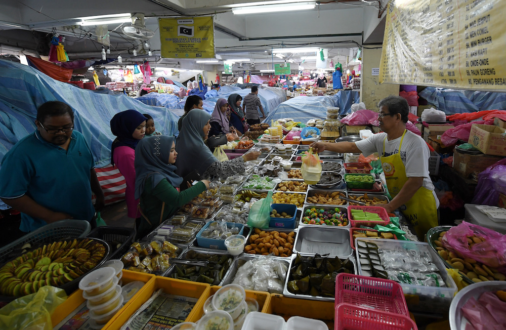 Traditional Malay kuih on sale at Pasar Besar Kedai Payang in Kuala Terengganu. — Bernama pic
