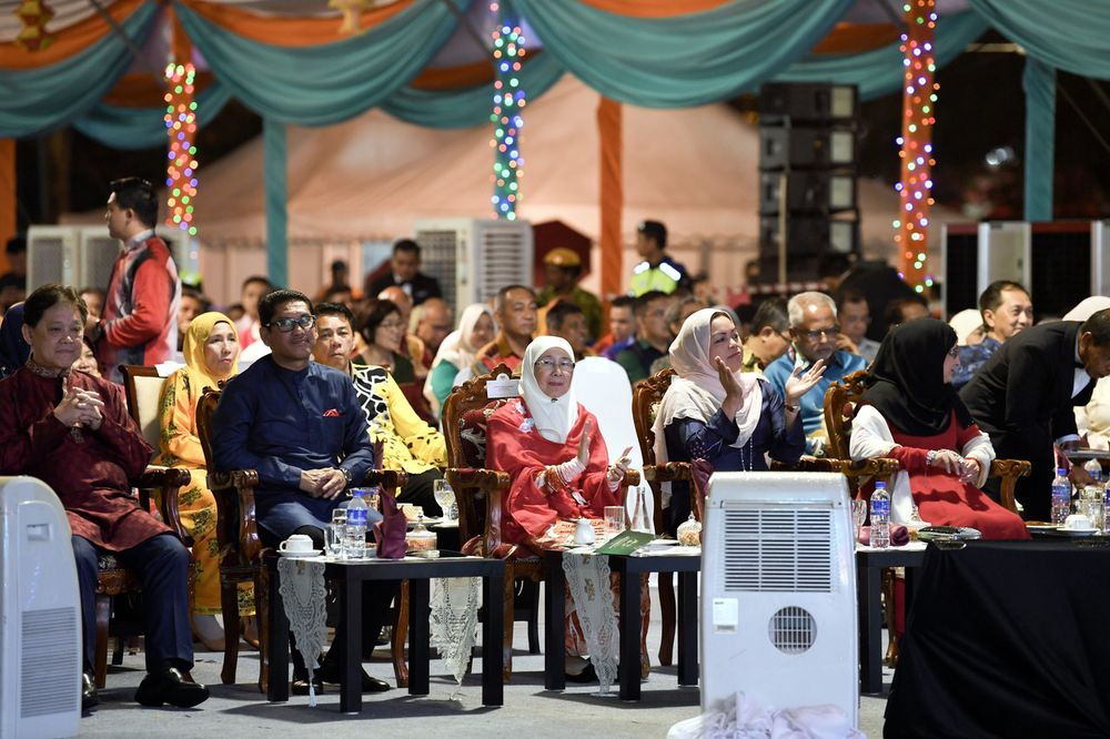 Deputy Prime Minister Dr Wan Azizah Wan Ismail (centre) watching a special presentation during the 2019 Deepavali Malaysia Open House at the Ipoh City Council Square, November 16, 2019. — Bernama pic