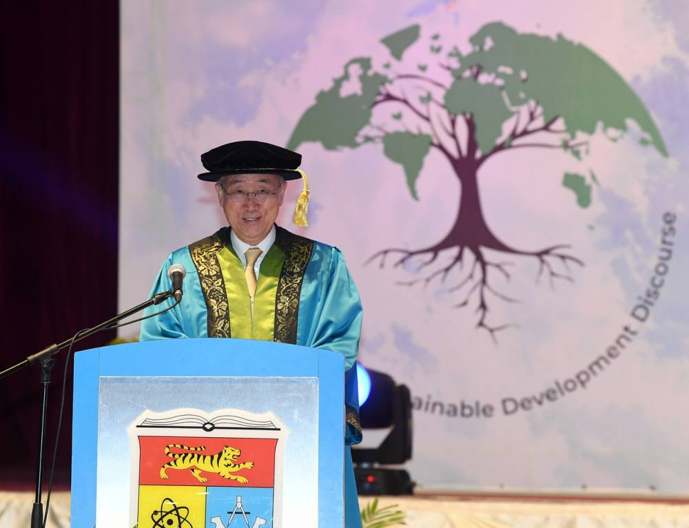 Former United Nations Secretary-General Ban Ki-Moon received the honorary doctorate from UKM Chancellor Yang Dipertuan Besar of Negri Sembilan, Tuanku Muhriz Ibni Almarhum Tuanku Munawir, in a ceremony held in conjunction with UKM's 47th Convocation today. ― Bernama pic