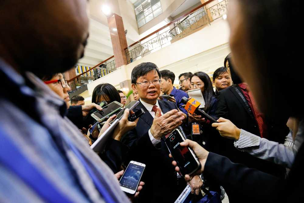 Penang Chief Minister Chow Kon Yeow speaks to reporters at Dewan Sri Pinang in George Town November 1, 2019. ― Picture by Sayuti Zainudin