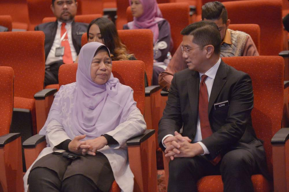 Zuraida said Azmin and his team of 11 MPs are waiting for the phone call from Istana Negara. ― Picture by Shafwan Zaidon