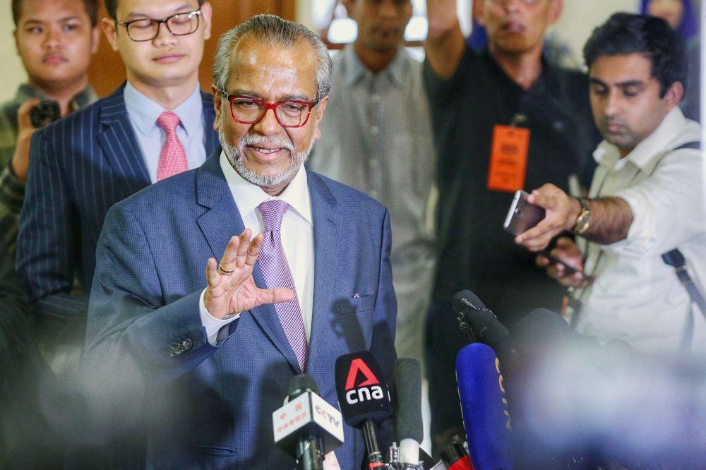 Lawyer Tan Sri Muhammad Shafee Abdullah speaks to reporters at the Kuala Lumpur High Court November 11, 2019. — Picture by Ahmad Zamzahuri
