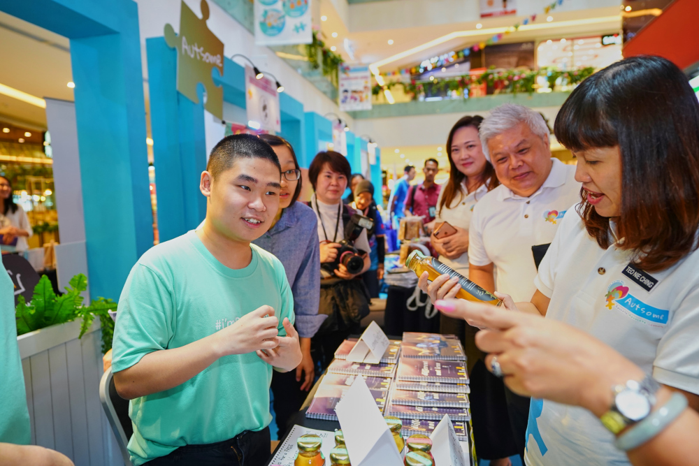 Deputy Education Minister Teo Nie Ching visits the 'Lemme Learn' booth at the Austome Resource Fair. — Picture courtesy of Sunway Putra Mall